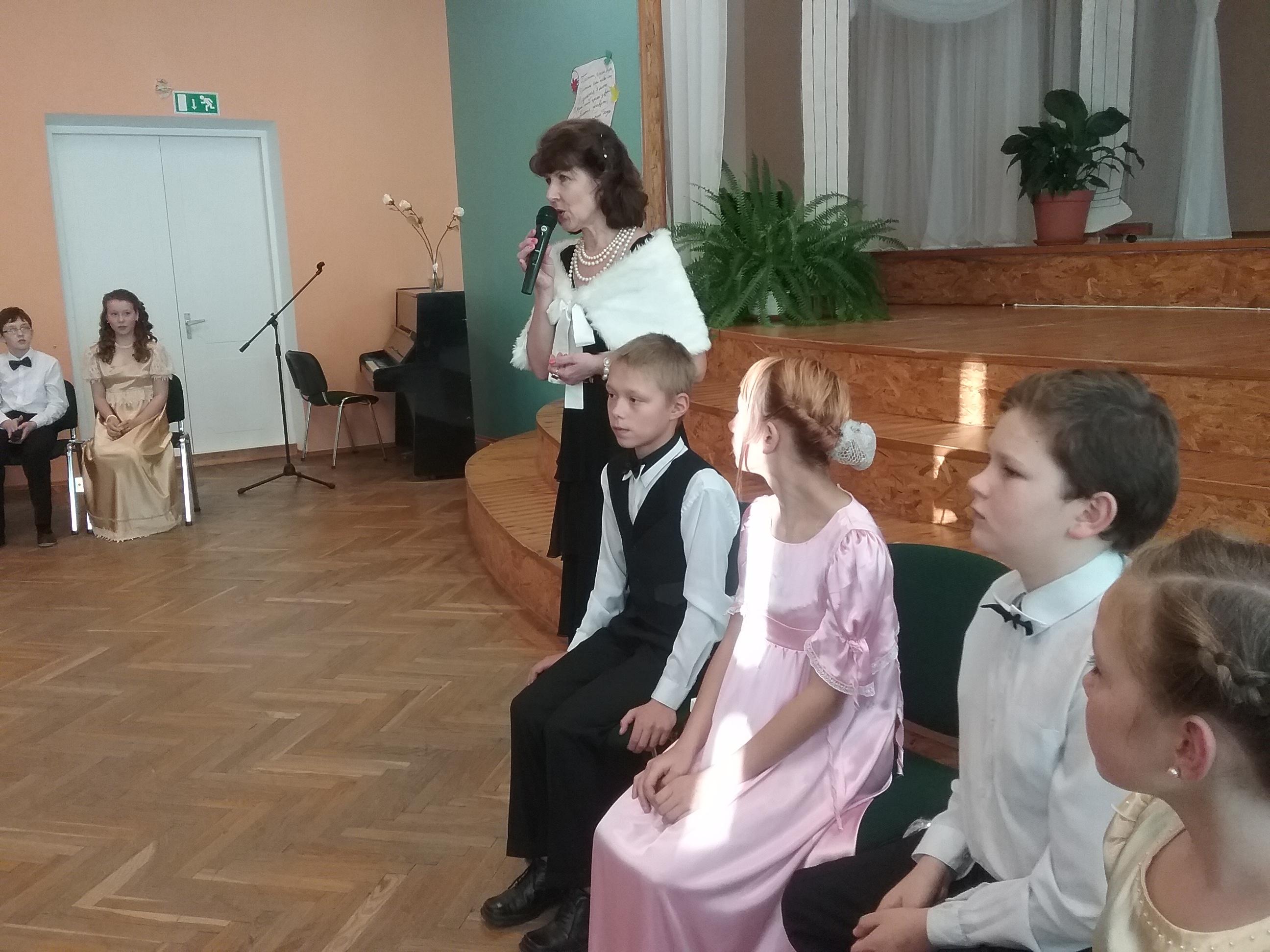 Rohkem kui 50 tantsijad 9 linna koolist ja Lova laste majast osalesid sügise Pushkini pallil Paju koolis